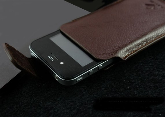 Sony Xperia ion Leather Pouch